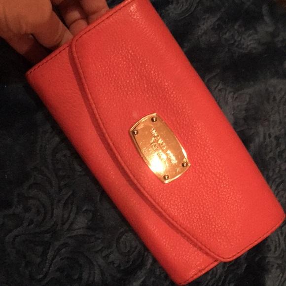 Michael Kors Handbags - Michael Kors wallet in great condition